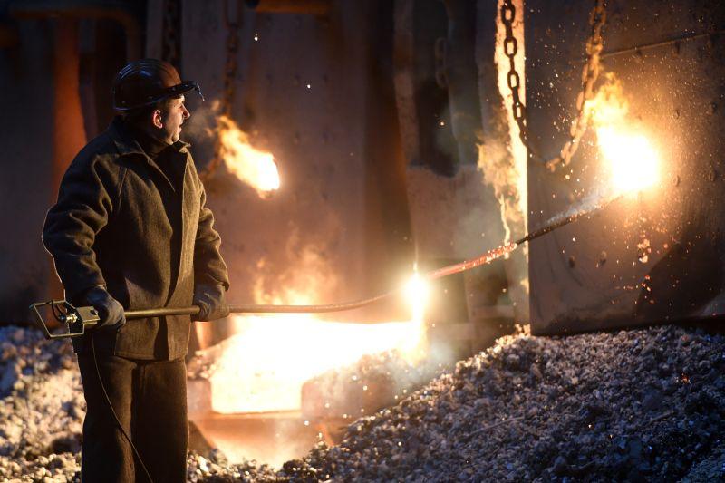 Рабочий металлургического завода
