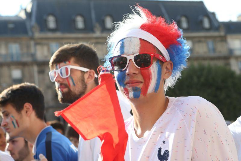 Французские болельщики в Париже
