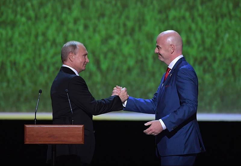 Владимир Путин и президент ФИФА Джанни Инфантино