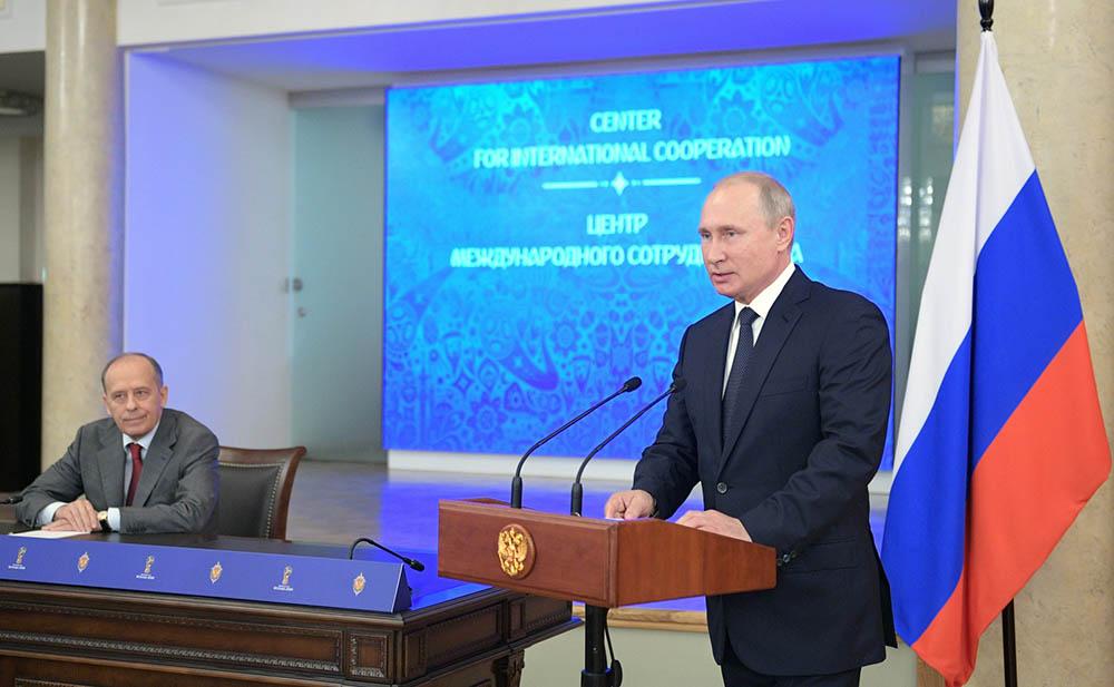 Владимир Путин на встрече с представителями Центра международного сотрудничества Межведомственного оперативного штаба по обеспечению безопасности чемпионата мира по футболу 2018 года