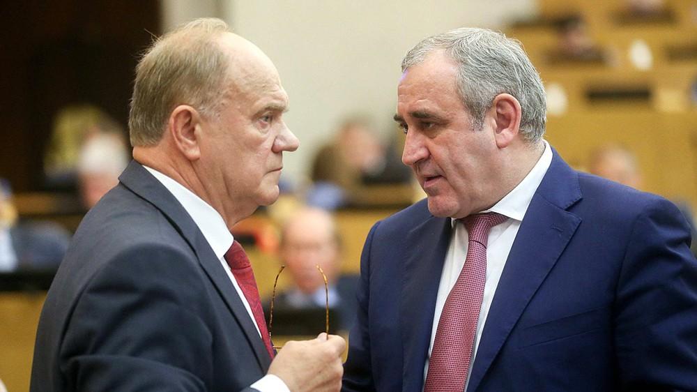 Руководитель фракции КПРФ Геннадий Зюганов и зампредседателя Госдумы Сергей Неверов