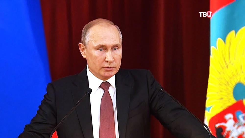 Президент России Владимир Путин на совещании послов и постоянных представителей РФ