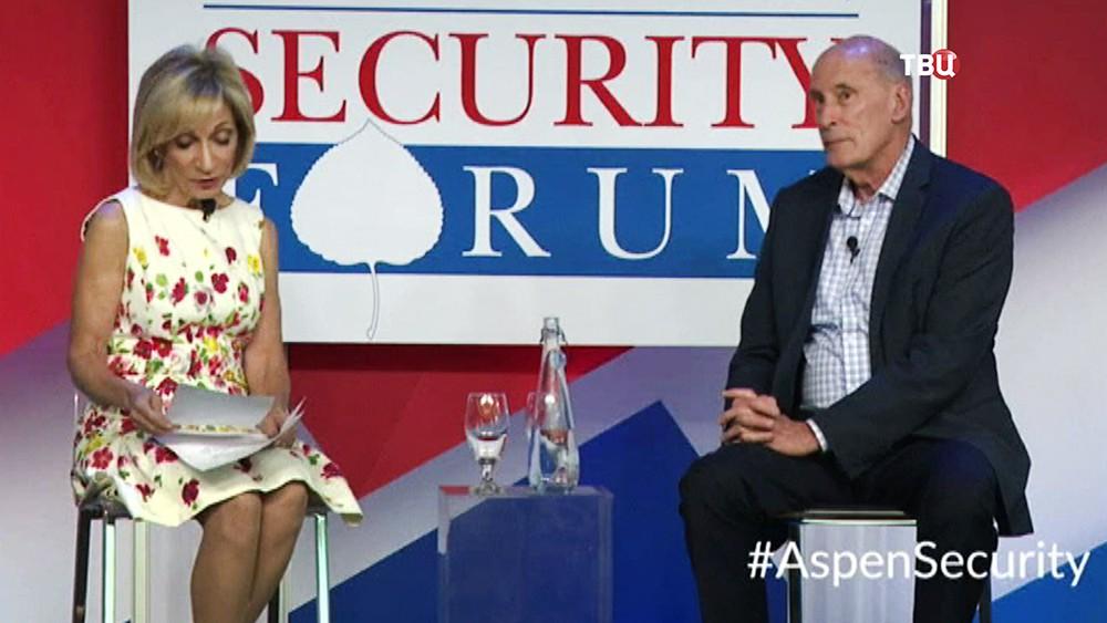 Директор национальной разведки США Дэниэл Коутс дает интервью