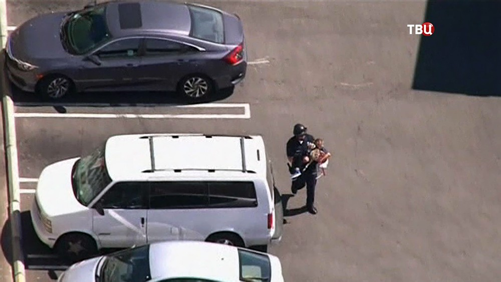 Полиция США проводит спецоперацию по спасению заложников