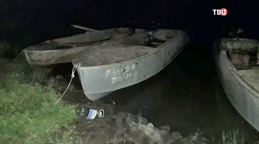 При опрокидывании лодки в Астраханской области погибли трое детей