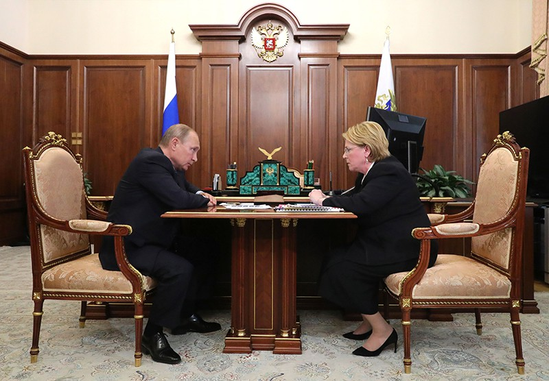 Владимир Путин и министр здравоохранения России Вероника Скворцова