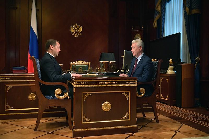 Председатель правительства России Дмитрий Медведев и мэр Москвы Сергей Собянин