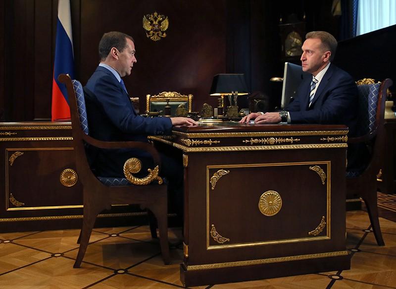 Дмитрий Медведев и председатель Внешэкономбанка (ВЭБ) Игорь Шувалов