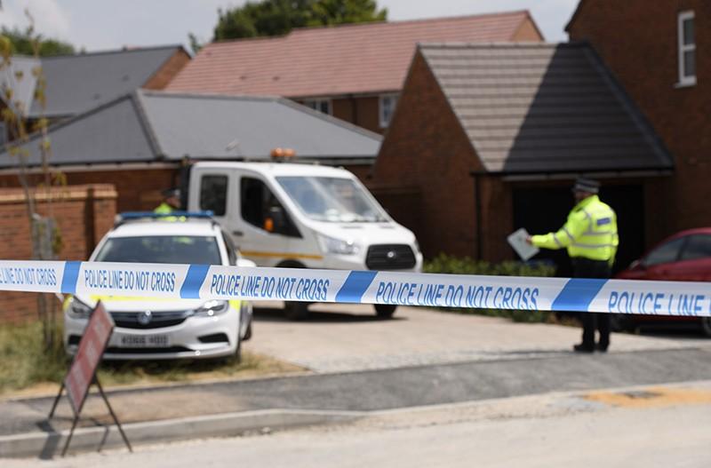 Полиция у дома жертвы отравления нервно-паралитическим веществом Чарли Роули в Эймсбери