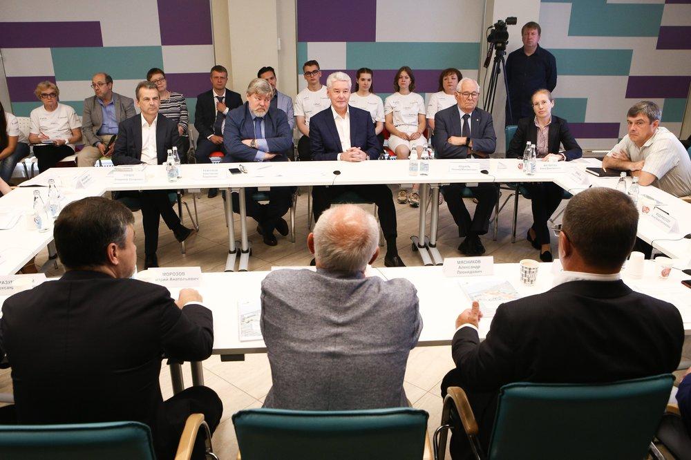 Кандидат в мэры Москвы Сергей Собянин обсудил предвыборную программу с врачами и общественниками