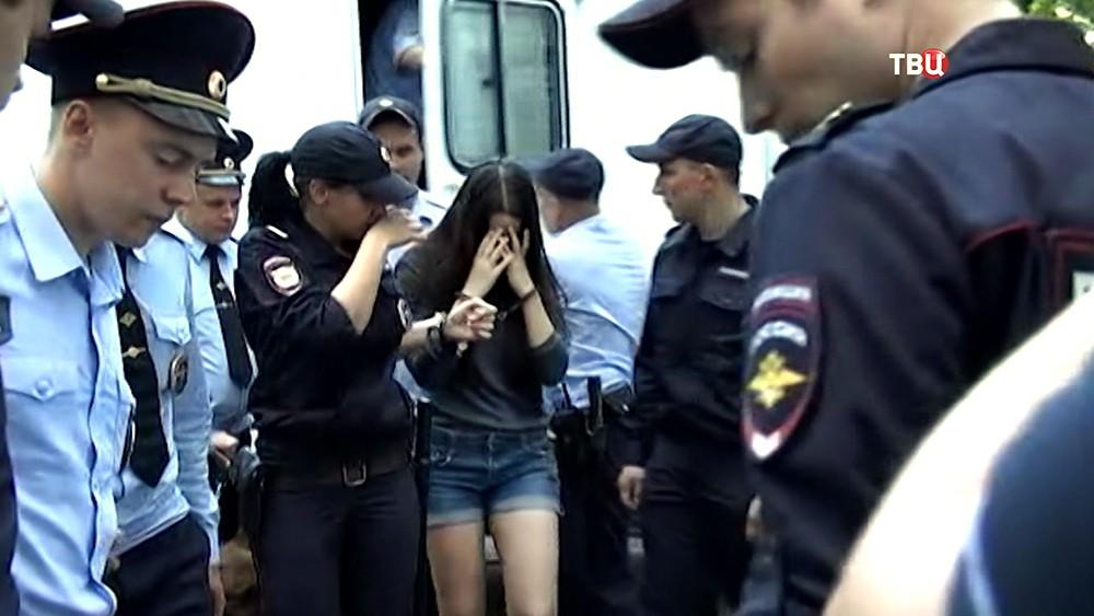 Задержанная по обвинению в убийстве отца 17-летняя Мария Хачатурян