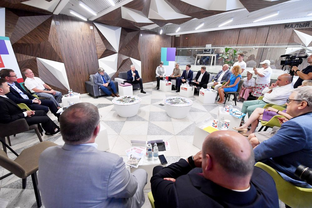 Круглый стол по развитию столичных районов в штабе кандидата Сергея Собянина