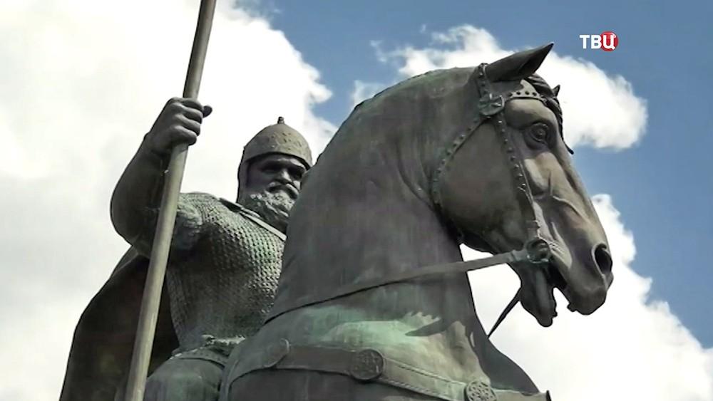 Памятник Илье Муромцу в Киеве