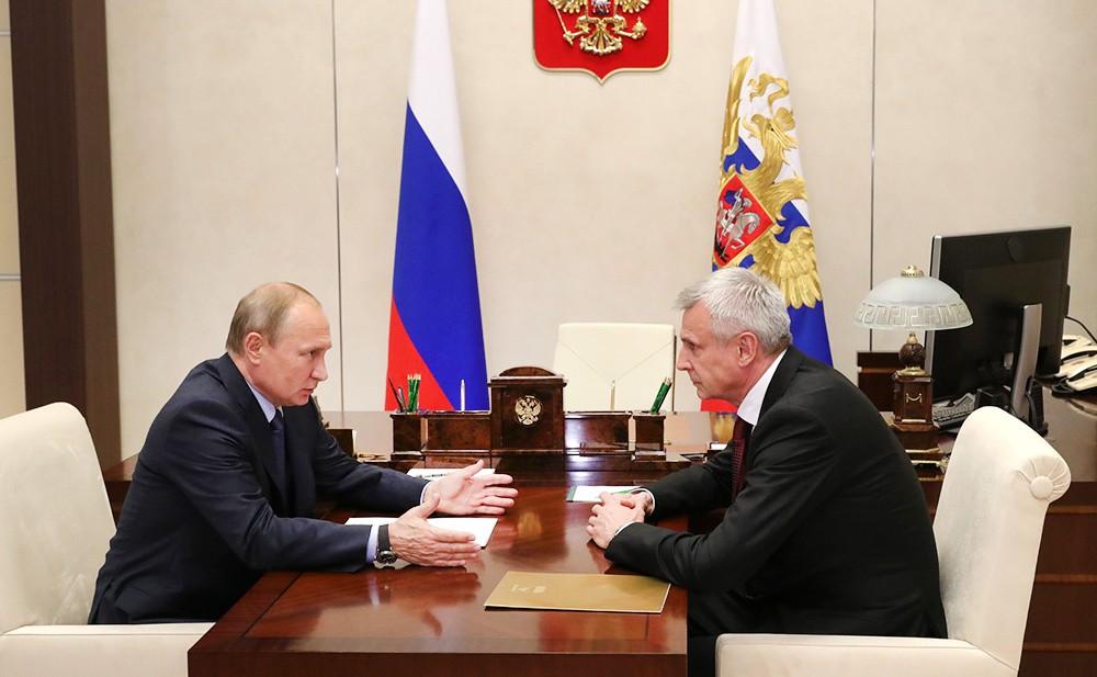 Президент России Владимир Путин и врио губернатора Магаданской области Сергей Носов