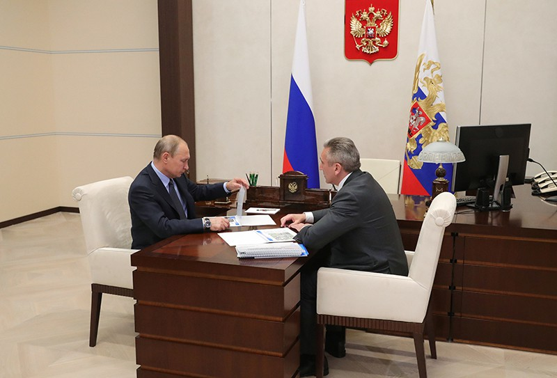 Владимир Путин и врио губернатора Тюменской области Александр Моор