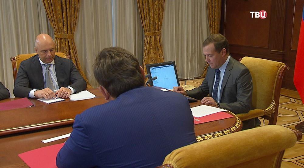 Дмитрий Медведев на заседании Правительственной комиссии
