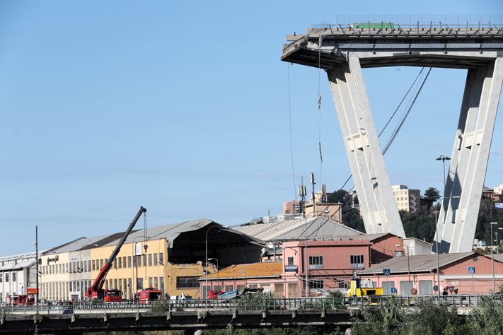 Последствия обрушения моста в Генуе