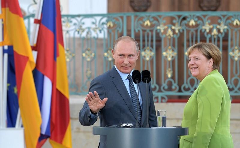 Владимир Путин и Ангела Меркель перед переговорами в Мезеберге