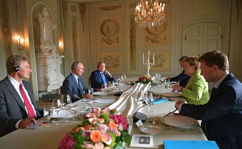 Владимир Путин и Ангела Меркель на переговорах в Мезеберге
