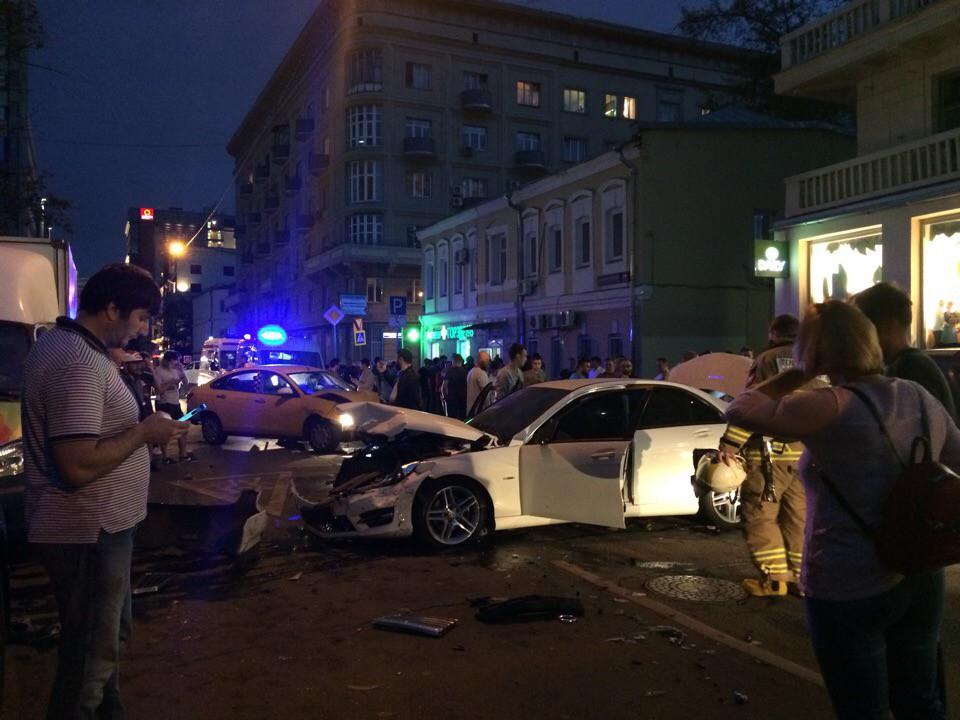 ДТП на улице Большая Татарская в центре Москвы
