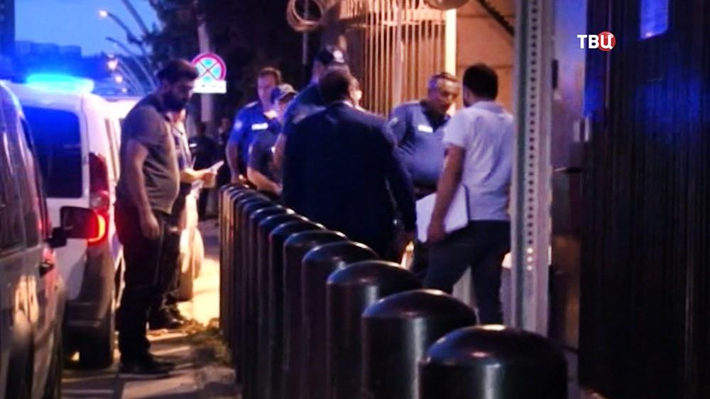 Полиция Турции возле посольства США