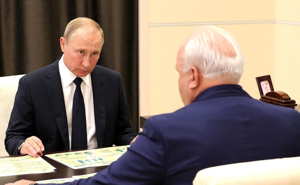 Президент России Владимир Путин и глава республики Хакасия Виктор Зимин
