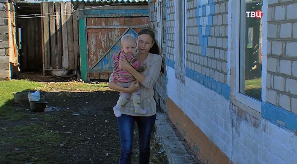 Картинки по запросу Двое омских подростков спасли из горящего дома женщину с детьми