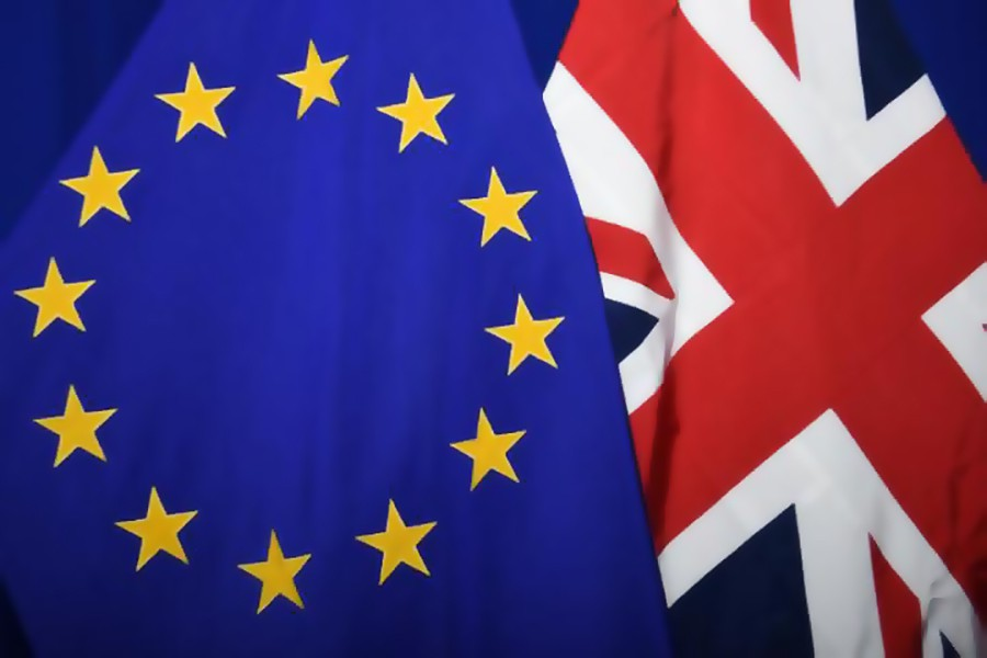 Флаги Евросоюза и Великобритании