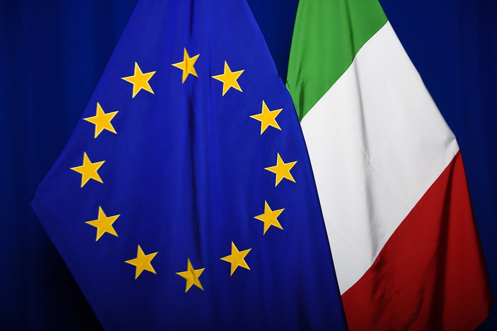 Флаги Евросоюза и Италии