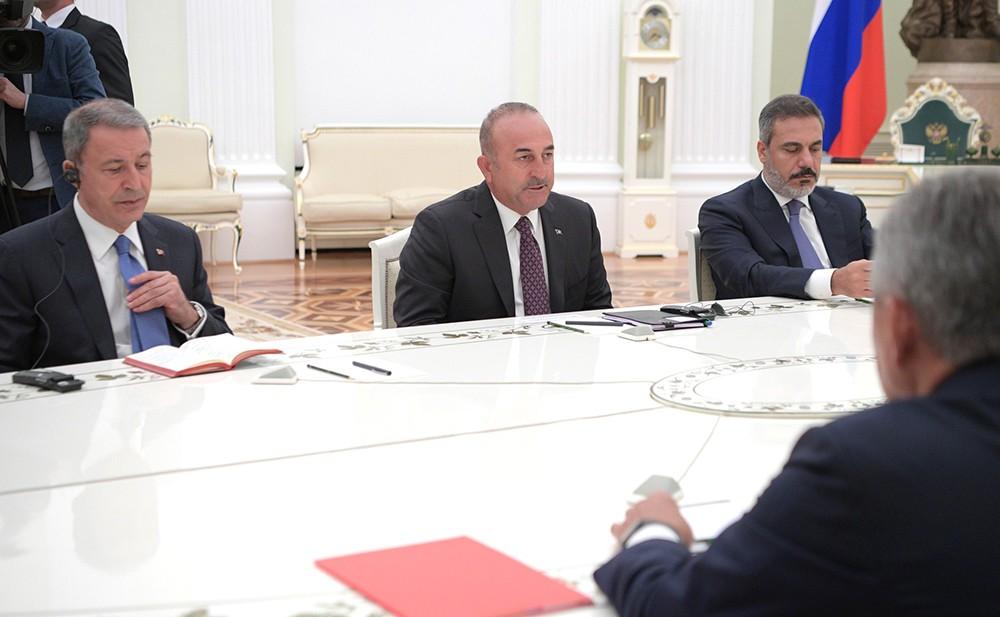 Владимир Путин на встрече с главой МИД Турции Мевлюта Чавушоглу и министром нацобороны Турции Хулуси Акара
