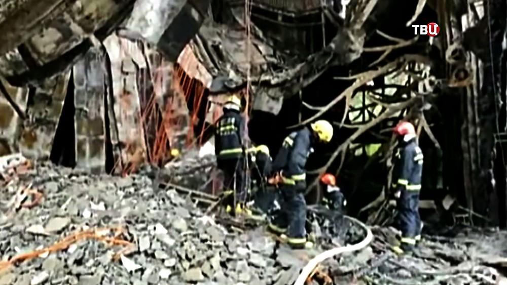Пожарные Китая на месте возгорания