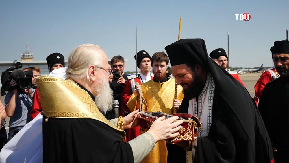 Греческих священники доставили мощи святого Спиридона Тримифунтского