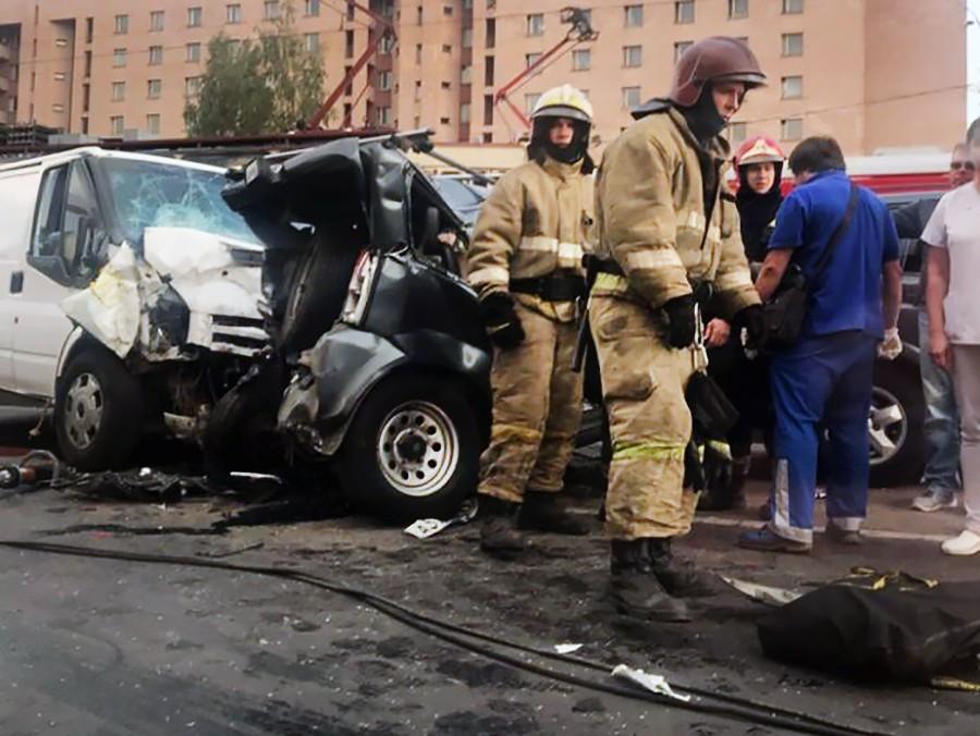Спасатели Санкт-Петербурга на месте ДТП