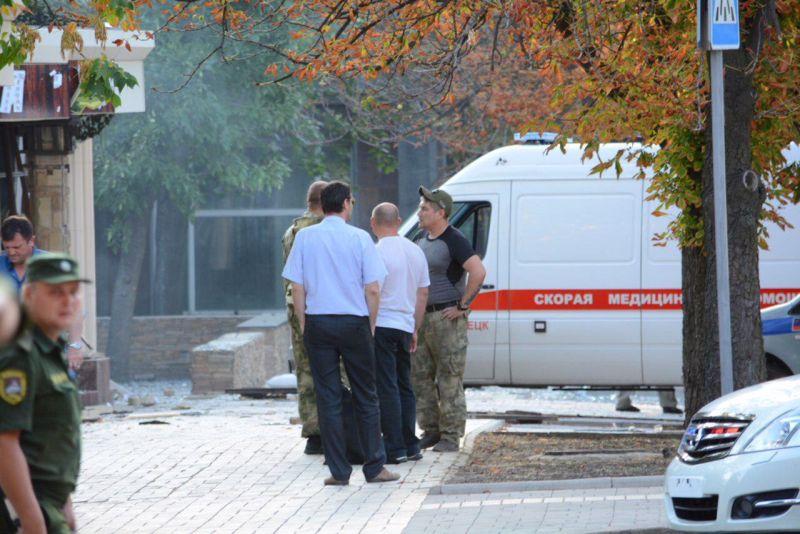 "У входа в кафе ""Сепар"" в Донецке"