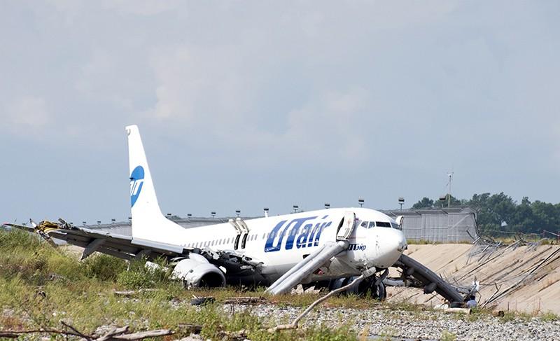 Самолет Boeing 737-800 авиакомпаниии Utair, рейса Москва - Сочи, совершил аварийную посадку в Сочи