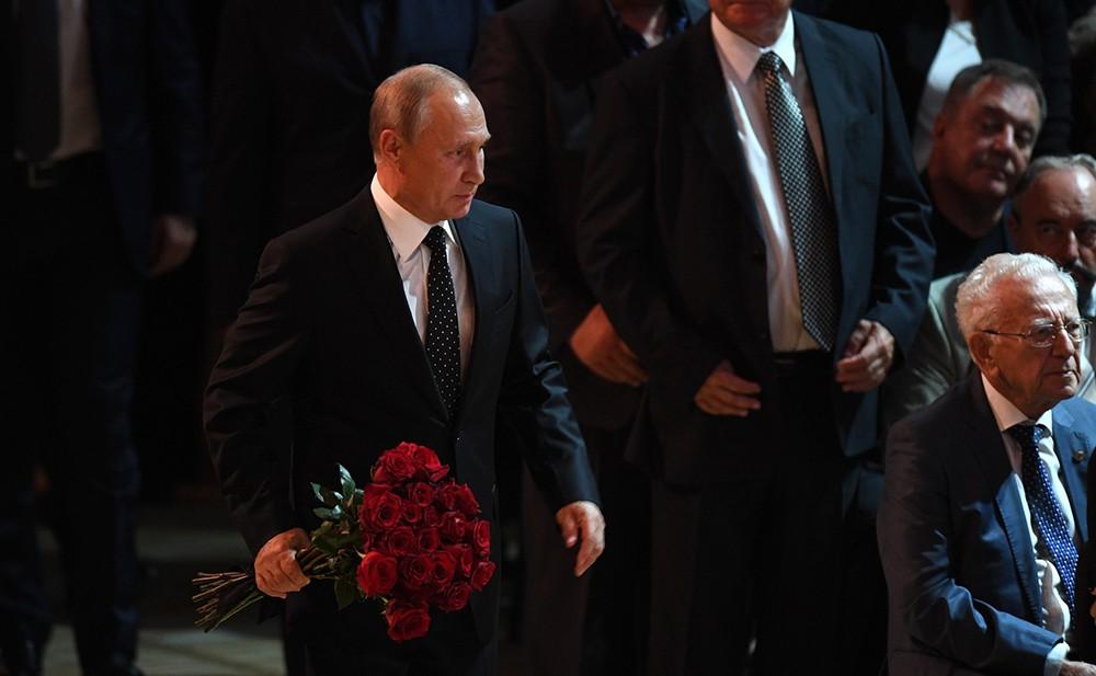 Владимир Путин на церемонии прощания с Иосифом Кобзоном