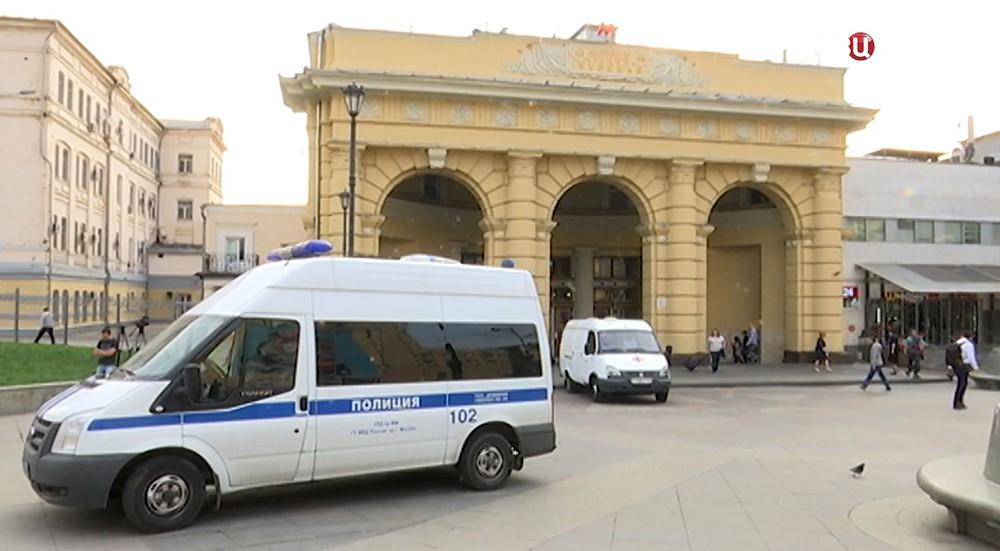 Полиция у метро