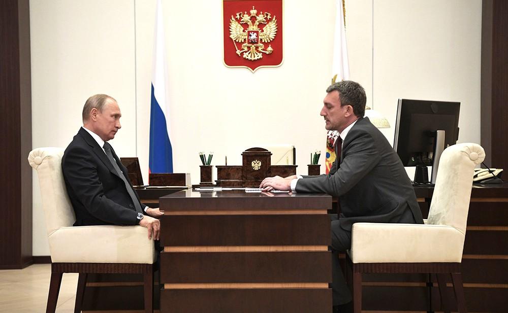Владимир Путин и губернатор Амурской области Василий Орлов