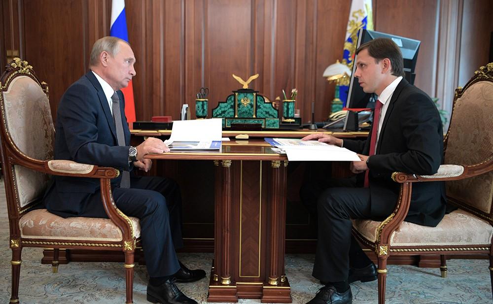 Владимир Путин и глава Орловской области Андрей Клычков