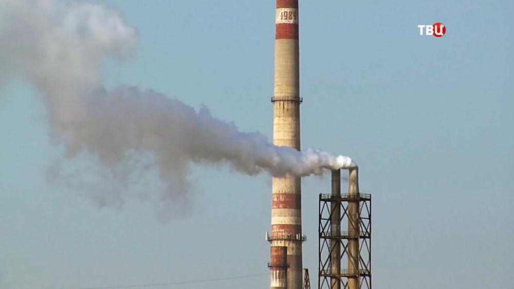 Трубы завода в Армянске (Крым)
