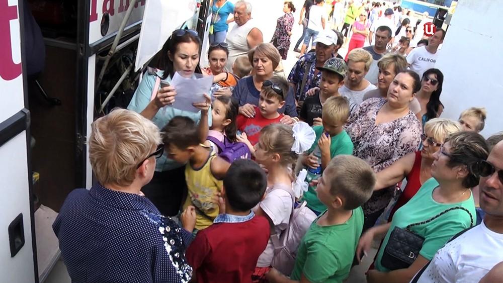 Эвакуация детей из Армянска