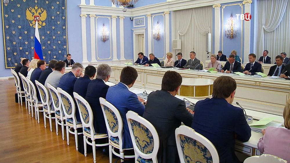 Дмитрий Медведев проводит совещание правительства