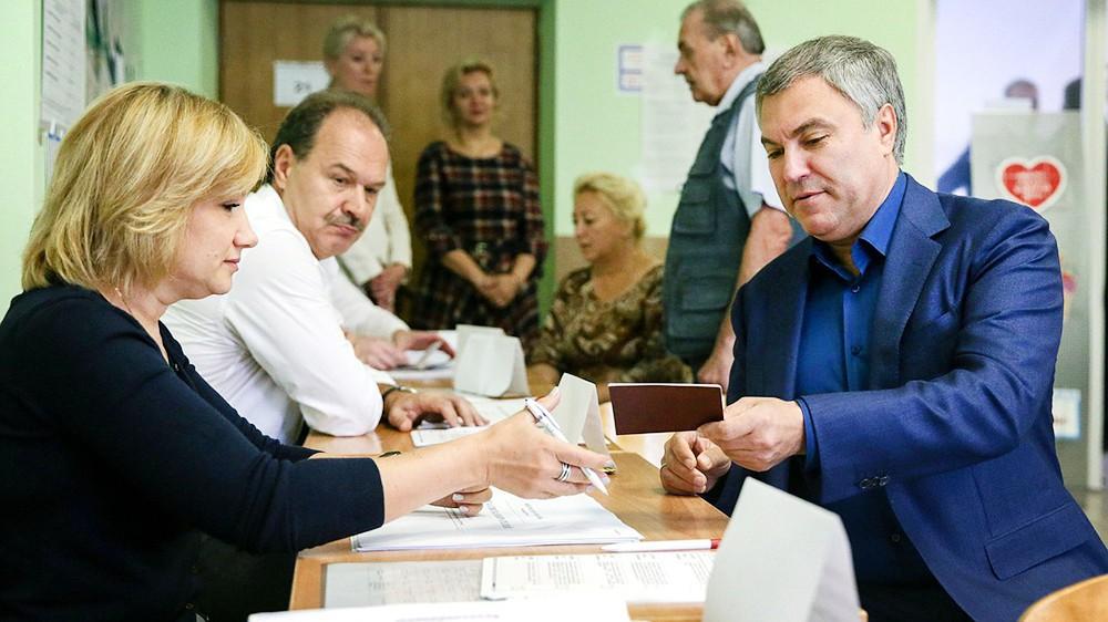 Вячеслав Володин во время голосования на выборах мэра Москвы