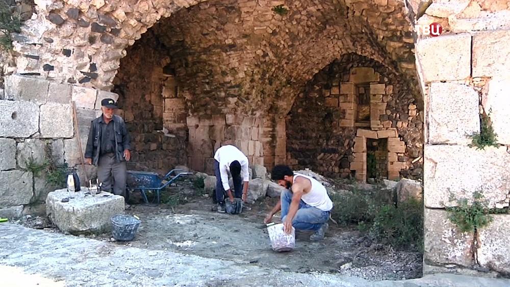Реставрация старинного замка в Сирии