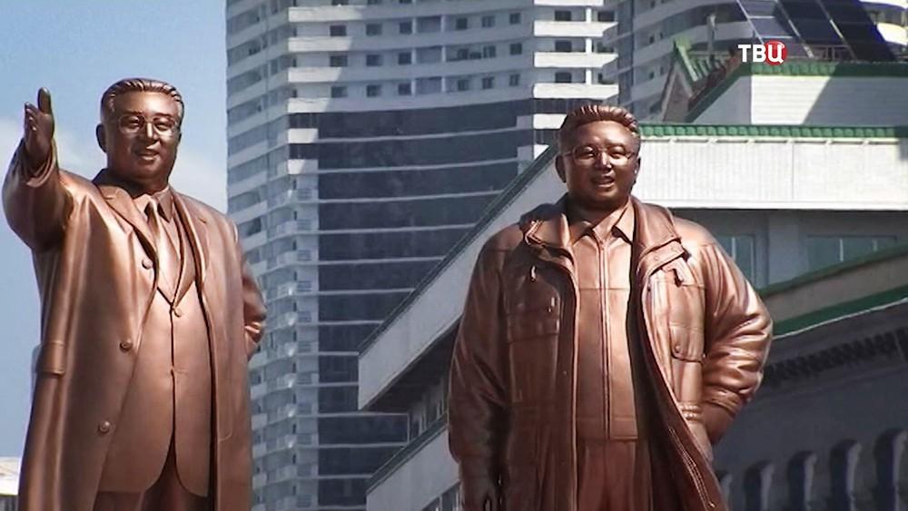 Фигуры Ким Ир Сена и Ким Чен Ира