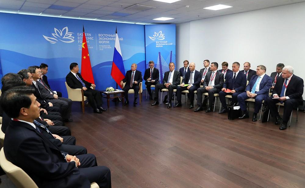 Владимир Путин на встрече с Си Цзиньпином во Владивостоке
