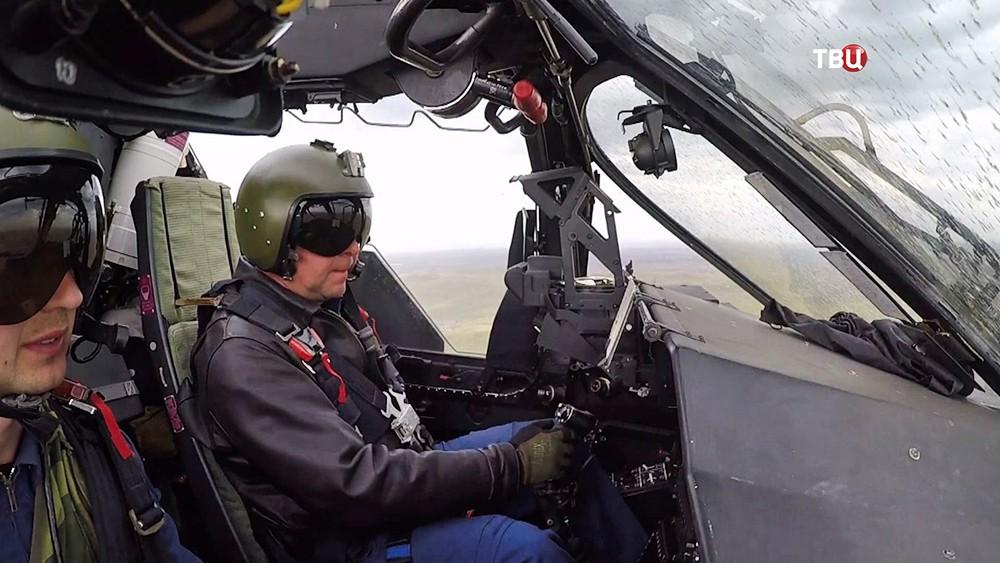Пилоты военного вертолета