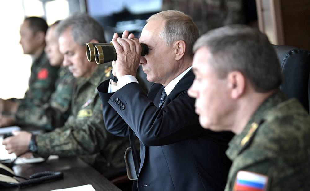 Владимир Путин на военных учениях