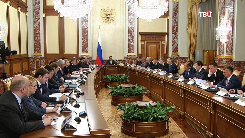 Дмитрий Медведе на заседании правительства