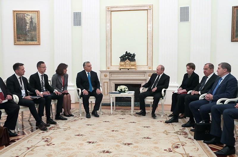Президент России Владимир Путин и премьер-министр Венгрии Виктор Орбан во время встречи